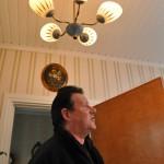 Talossa on paljon vanhoja valaisimia.
