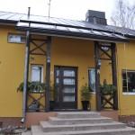 Pirjo ja Kalevi Suhosen talo sijaitsee Puistotien varressa.