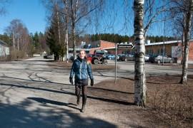 Koulunkäyntiavustaja Carita Ingman ja rehtori Liisa Penttilä kertovat lehdessä, mihin he olivat kevyen liikenteen väylää toivoneet.