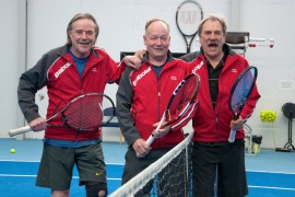 Reijo Tuomonen, Reijo Oras ja Erkki Liikanen iloitsevat menestyksestä.
