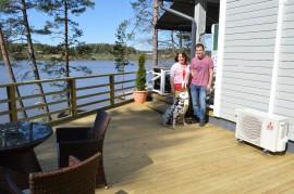 Lea Lankinen ja Janne Nurmi nauttivat mökkeilystä.