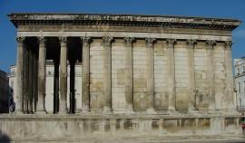 19a Nimesin Maison Carrée on roomalainen temppeli