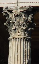 21 Korinttilainen pylväs roomalaisessa Nimesissä