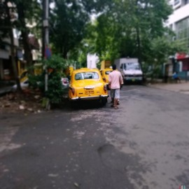 Kalkutassa taksit yrittivät ottaa liikaa hintaa länsimaalaiselta.