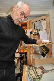 Heikki Paakkasen kirjojen julkistamisen yhteydessä esillä on ollut mahdoton määrä mitä erilaisempia härveleitä. Tässä laite, jolla Paakkasen mukaan pystyi aukaisemaan koodeja kanavatyöstä.