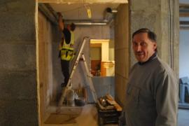 - Joka asuntoon tulee oma sauna ja ilmastointijärjestelmä,  kertoo talon omistaja ja sitä remontoiva Paanar Oy:n Pekka Oksanen.