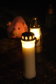 Kynttilät palavat itsenäiselle Suomelle ja sen tekijöille.