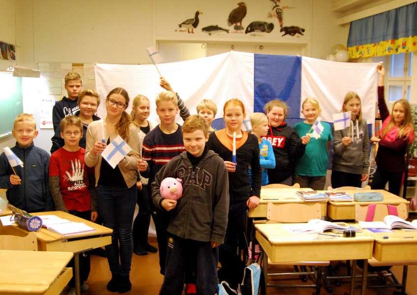 Terttilän koululaiset toivottavat hyvää itsenäisyyspäivää kaikille.
