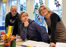 Petri Känkänen, Antti Kemppainen ja  Irina Ojala-Sirro suuntasivat katseensa kohti Onnen maata.