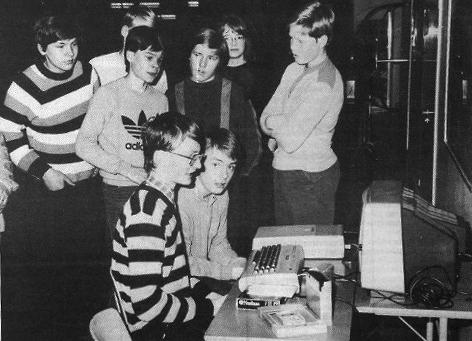 Tietokoneet ovat tulleet jäädäkseen, eikä ainakaan nuoremmalla polvella tunnu olevan mitään sitä vastaan. keskiviikon ATK-illassa laitteet olivat ahkerassa käytössä.