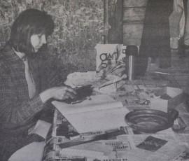 Savenvalajamuseo saa vihdoin oman pääkirjansa. Saviastioita ja muuta museon sisältöä on luetteloimassa nuori arkeologian opiskelija Leena Tiilikainen.