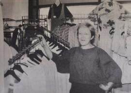 Leena Mäki muutti Sapliininsa kanssa keskustaan Rostinkulman liiketaloon. Tilaakin tuli enemmän aikaisemmassa huoneistossa oli.
