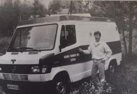 Kalustoa vailla käyttökelpoinen pelastuspalveluauto, tuumii Jarmo Heirola Lohtajalta tuomansa ajokin vierellä.