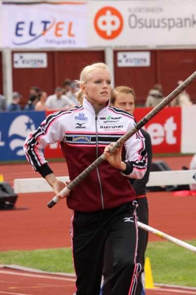 Naisten seiväshypyssä Wilma Murto nousee Minna Nikkasen edelle ennätystilastoissa.