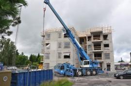 Raadelmantien kerrostalo rakenteilla oleva kerrostalo rakennus rakentaminen nosturi