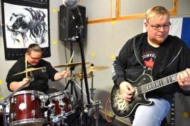 Party of North; Juha Virtasen ja JP Halttusen uusi yhtye Pray of North pitää harjoituksiaan Halttusen autotallissa.