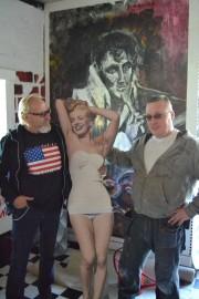 auton omistajat Kari Löfberg Jarkko Korpihuhta Marilyn Monroe pahvi pahvikuva amerikanautot autojen rakentaminen autojen rakentaja kromi pelti auto autot