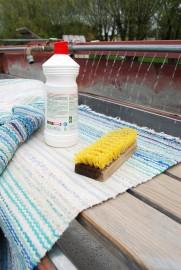 matonpesupaikka matopesu matto juuriharja harja mäntysuopa pesuiane purkki pullo