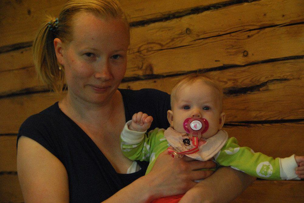 Mia Juote valitsi synnytyspaikaksi Hämeenlinnan ja on valintaansa tyytyväinen. Anneli, 5 kuukautta, syntyi tammikuussa.