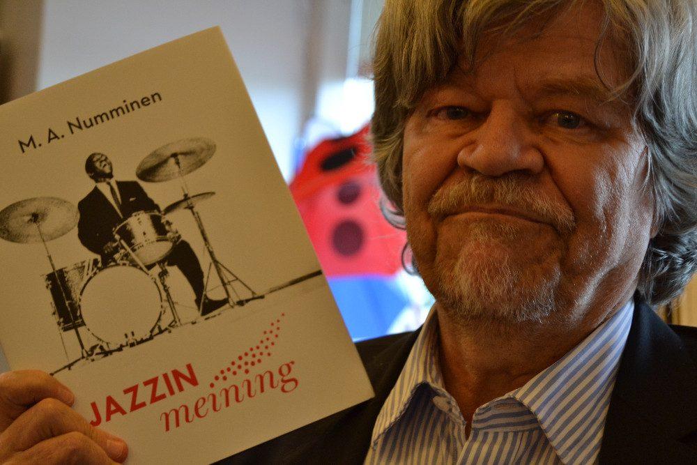 Mauri Antero Numminen on kirjoittanut toistakymmentä kirjaa, joista viimeisin Jazzin meining käsittelee tämän eriskummallisen musiikkimiehen toimintaa jazzin ympärillä.