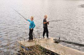 Oinasjärvi laituri pojat kalassa Veikko Hintsa Aatu Hintsa laituri onki virveli