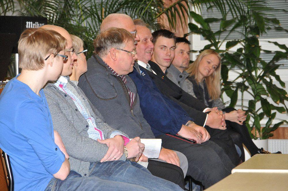 Nuorten kysymyksiin vaalipaneelissa vastasivat Toni Raitanen, Antti Kotti, Kati Fonsell-Laurila, Markku Mäki-Teeri, Ari Lindén, Matias Roto, Mikko Virtanen, Tero Pirttilä ja Maija Saarinen.
