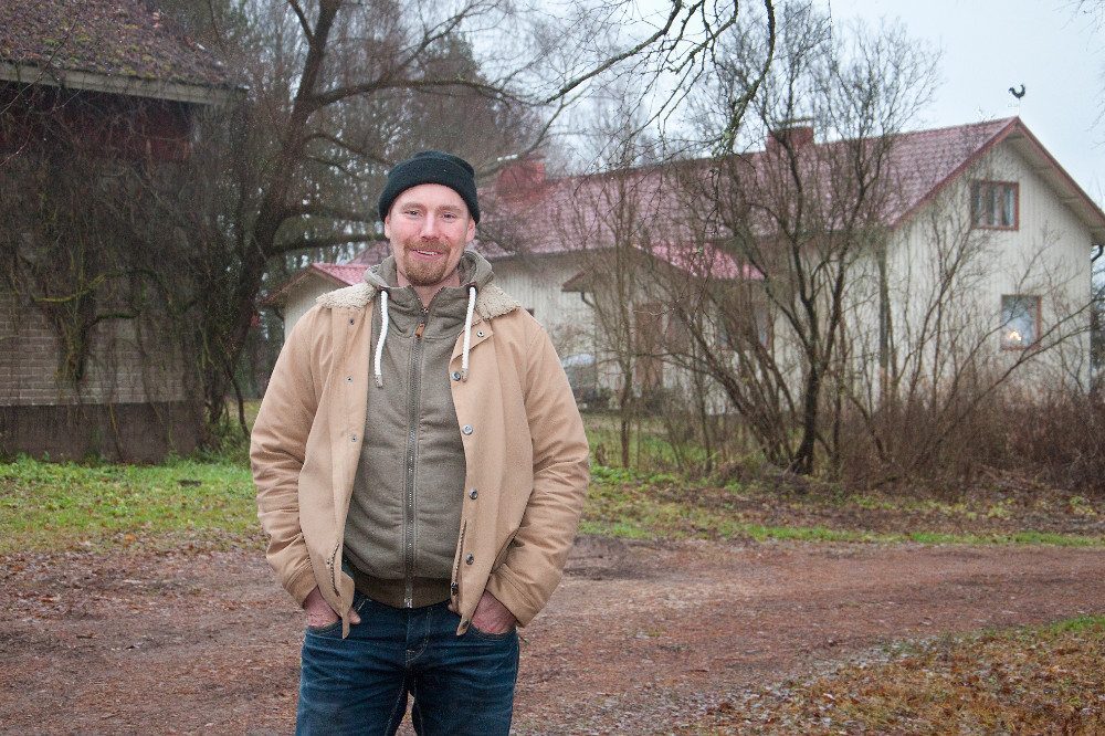 Tapani Jokiniemi sanoo, että tohtorinimityksestä huolimatta hän ei hallitse maataloudesta kuin hyvin pienen siivun. Kuva Sauli Kaipainen
