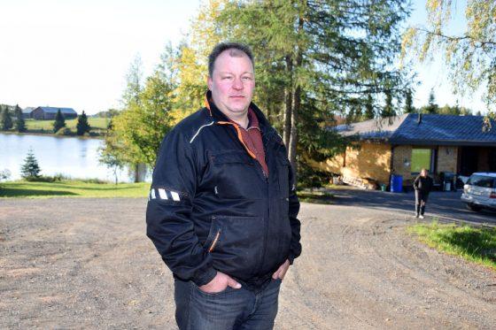 Mika Laine asuu Turuntien varrella joen ranalla. Hänestä vesistön suojelu on tärkeä asia, mutta yksityisiin kiinteistöihin ei saa kohdistua kohtuuttomia kuluja, kun aluelle rakennetaan ensi vuonna kaupungin viemäriverkko.